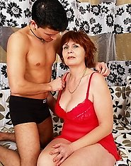 Mommy gets her toy boy over for a hot sexlunch