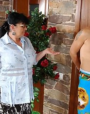 Crummy mom going for a fresh from the shower stud talking him into bumming